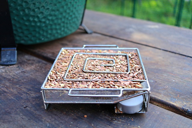 ProQ smoke generator with wood dust and chips