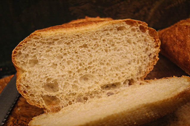 Light and airy crumb from higher hydration levels in the dough
