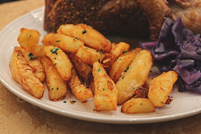 Truffle and parsley chips with roast duck