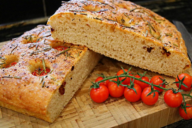 Focaccia with smoked pancetta and tomatoes