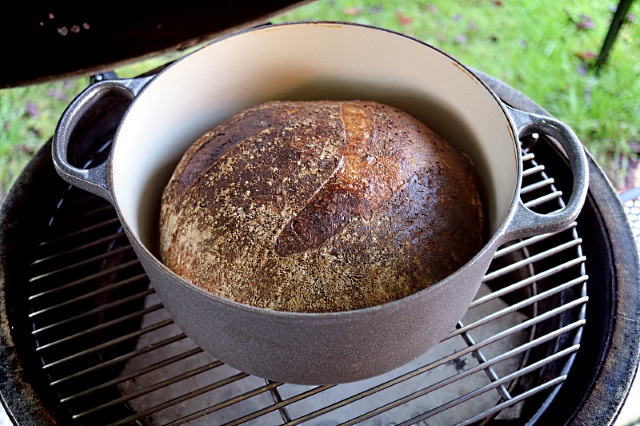 Baking bread with a casserole dish in a Big Green Egg