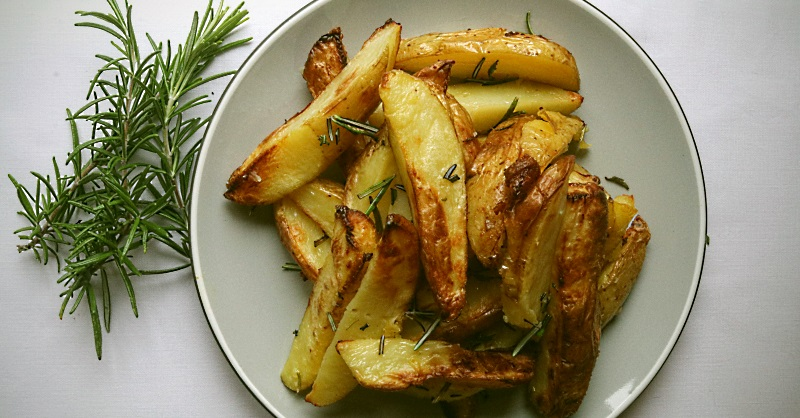 Potato wedges with truffle and rosemary