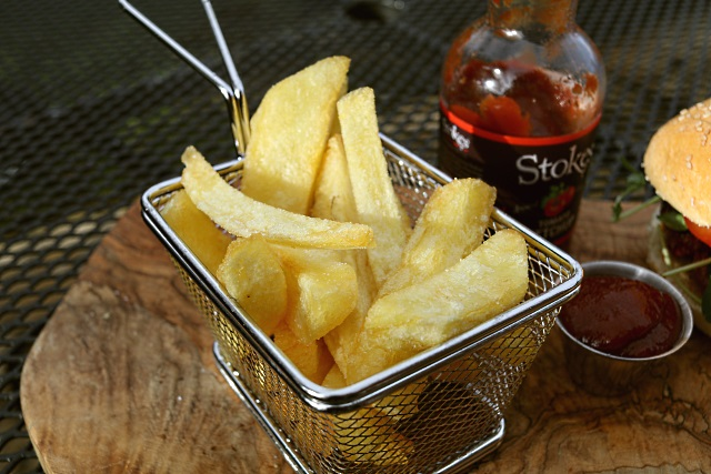 Chips made with Ramos potatoes served in a metal basket