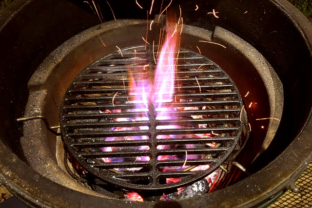Cooking surface close to the coals in the