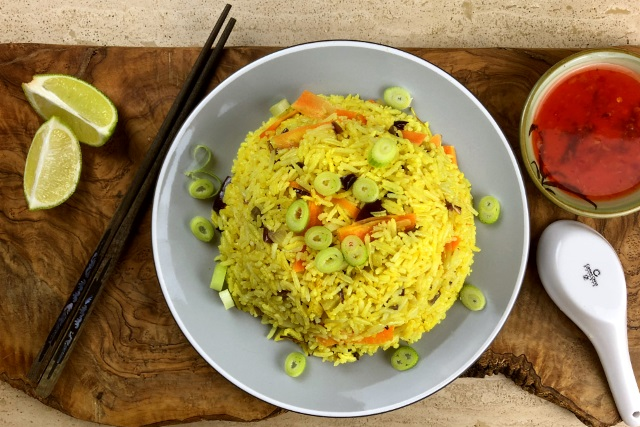 Sweet Thai chili and turmeric rice served with dipping sauce