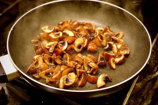 Frying mushrooms in oil
