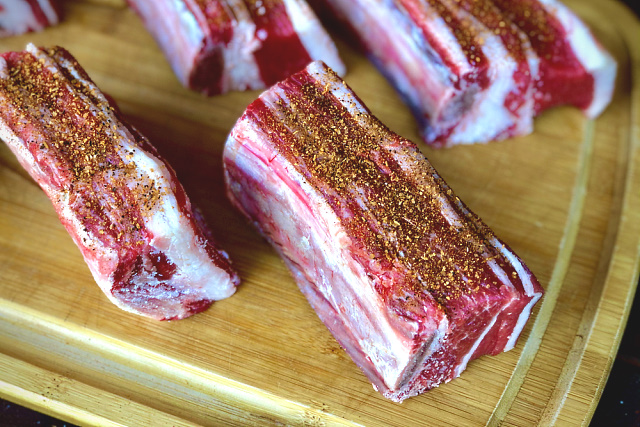 Single short ribs dusted with Dizzy Pig Redeye Express